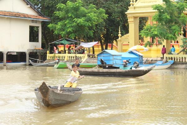 KP construction boat girl IMG_1592.JPG