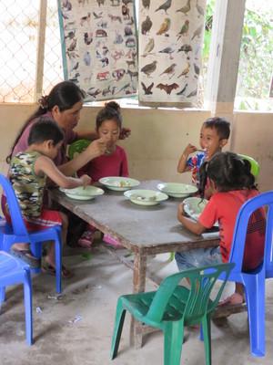 マーチ先生食事を食べるのを助けるIMG_4435.JPG