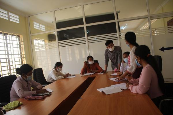 交流研修 IMG_Teacher raise what they observe  at Cheang Luong CPS.jpg